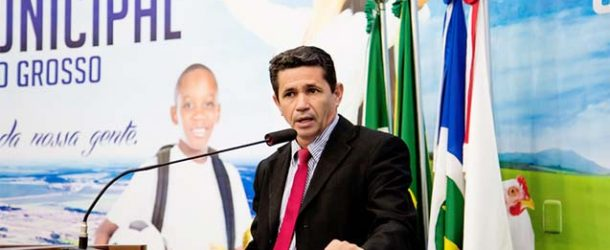 O vereador Cícero Alves solicitou a implantação de sinalização de placas de identificação nas ruas e avenidas de todos os bairros do município de Campo Verde com nomes e números oficiais nas residências.